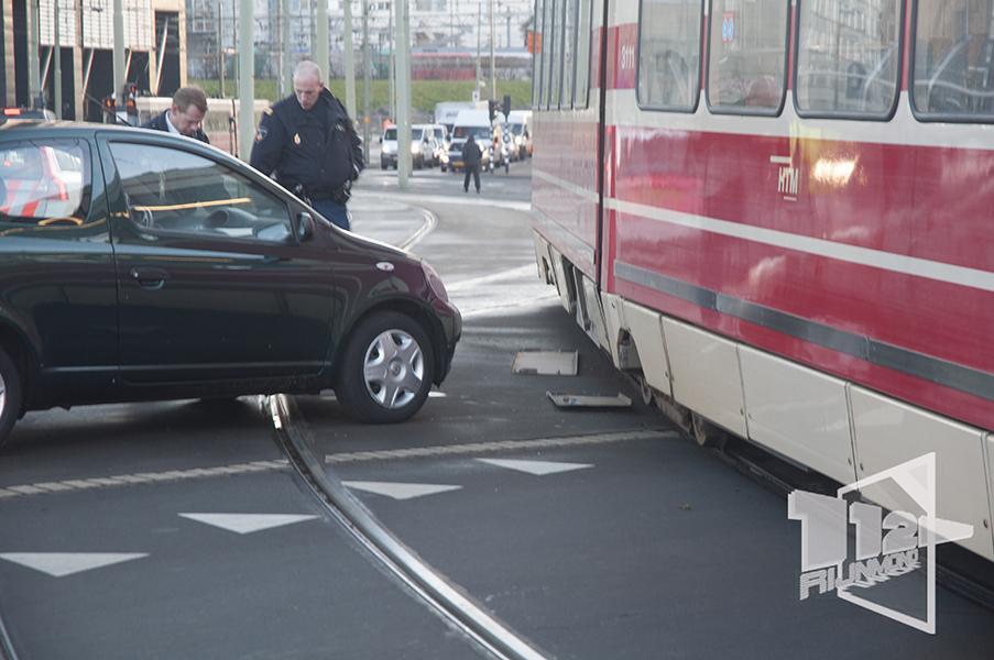 Aanrijding tram auto rijswijkseplein den haag 112 rijnmond for Auto interieur reinigen den haag