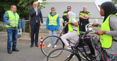 Burgemeester Martijn Vroom start fietsverkeersexamens Elckerlyc Krimpen aan den IJssel