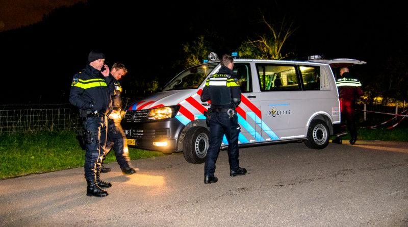 Brandweer bevrijdt inbreker en agent uit bedrijfspand | Strickledeweg Schiedam