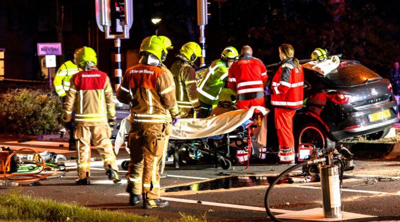 Zwaargewonde en gewonde na aanrijding twee auto's | Schenkelweg Spijkenisse