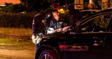 Meerdere aanhoudingen na grote inval politie en douane | Van Maasdijkweg Rotterdam