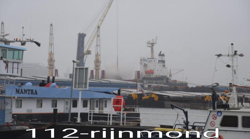 Veel rookontwikkeling bij brand op vrachtschip | Waalhaven Rotterdam