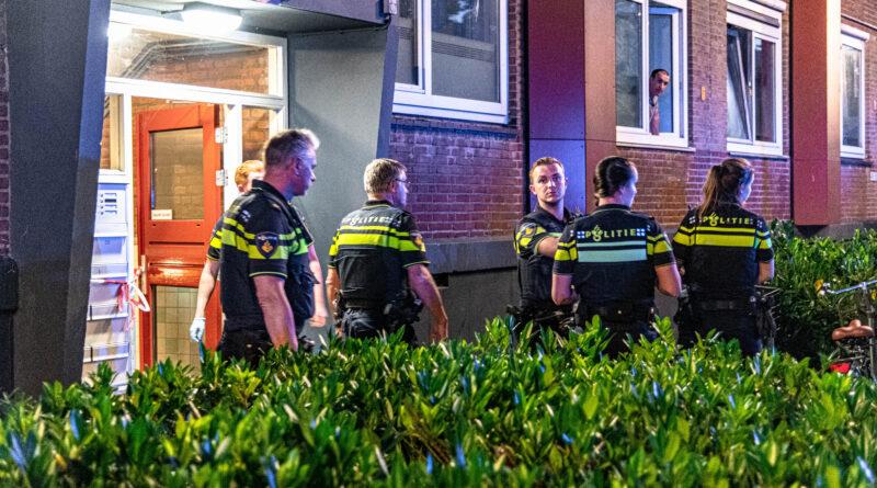 Man zwaargewond bij steekpartij in portiekflat | Grondelstraat Hoogvliet