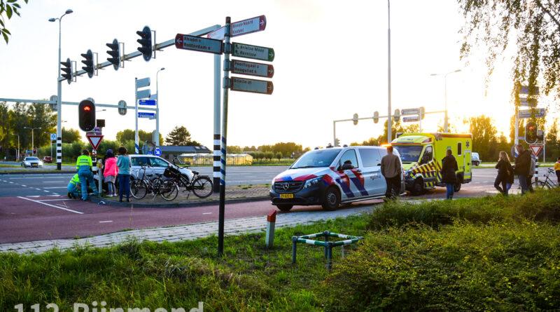 Meisje met fiets door auto aangereden   Zwaardijk Poortugaal