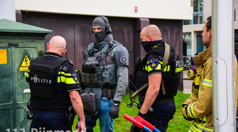 Verwarde man in woning door arrestatieteam aangehouden   Grote Beerstraat Spijkenisse
